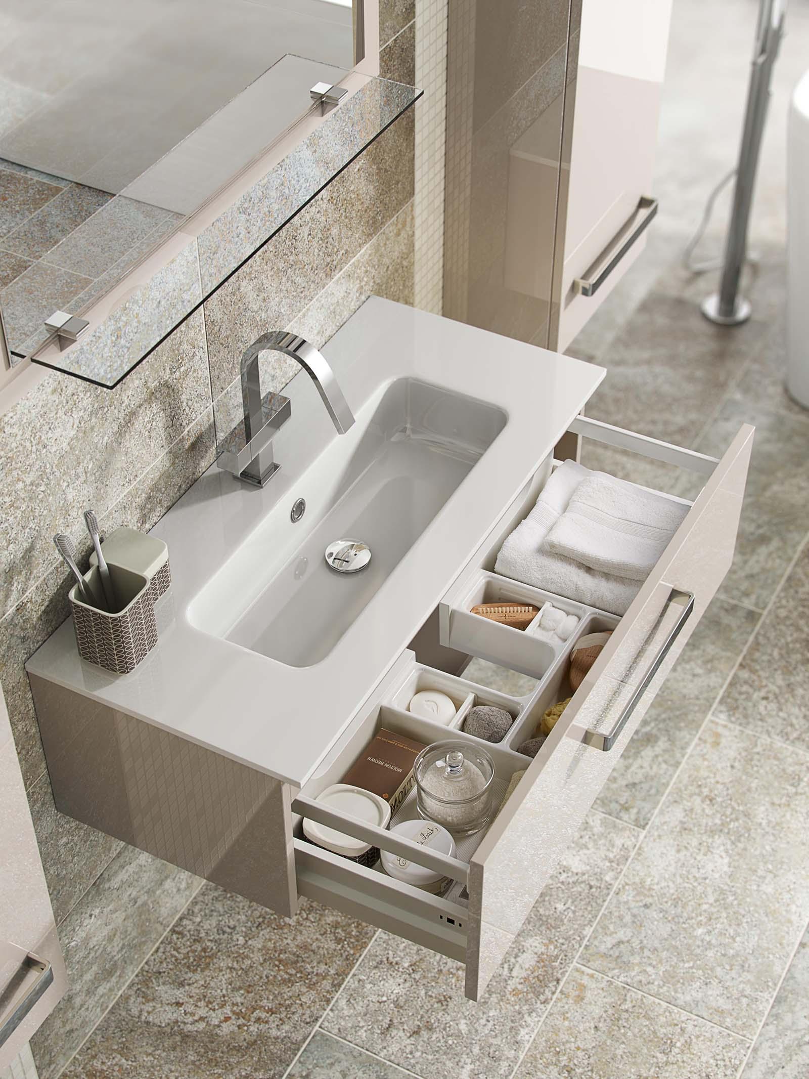 Portfolio_Interior_Product_Bathroom_Set_D_Closeup_1600